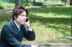 探偵の電話中の写真